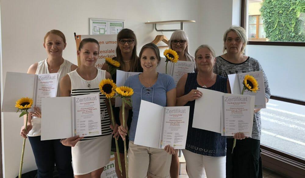 Zertifikatsübergabe für Pflegedienstleitungen